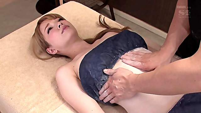 Busty Tia is ready to receive more than just a simple massage