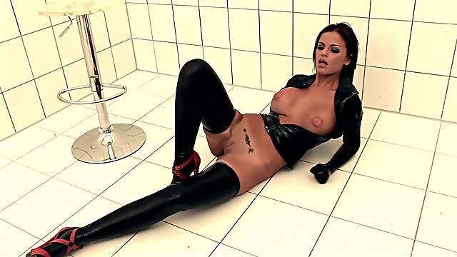 Leather loving Angelika Black stretches her asshole with a big dildo