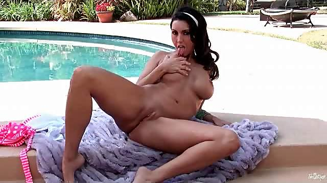 Dylan Ryder solo dildo sex outdoors