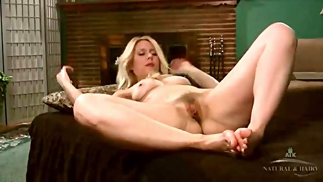 Solo blonde mom with a great ass masturbates