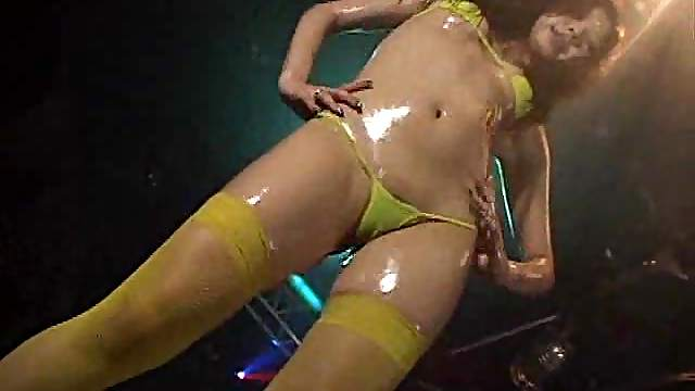 Oiled up chick doing a sexy dance for us