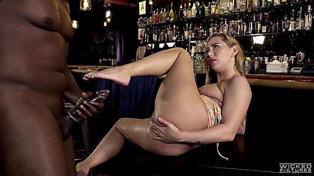 Magnificent Carter Cruise deserves to be drilled with a black sausage