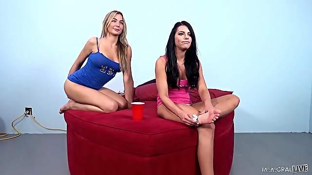 Lesbisch Adriana Yoga Chechik Megan Rain