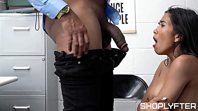 Wild fucking between a dirty guy and Asian shoplifter Jada Kai