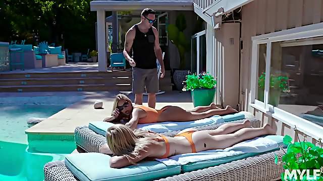 Wütende MILF Olivia Austin und devote Teen April Aniston in FFM