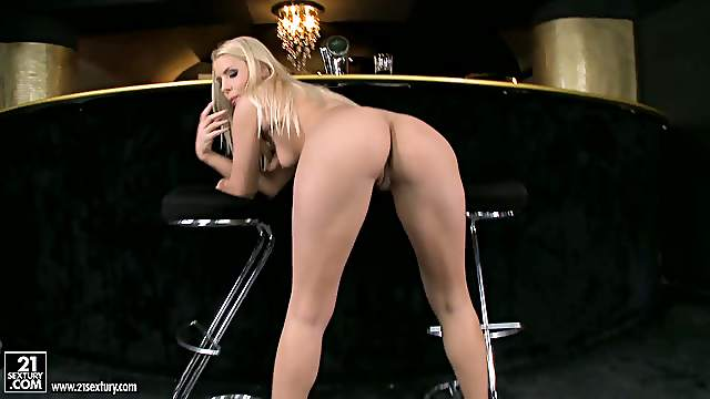 Blondie Show-Off Strips And Pussy Plays In a Club