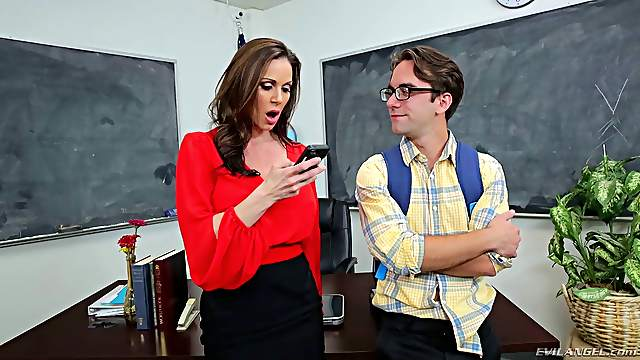 Nasty MILF Kendra Lust gets naked for a hardcore plowing game