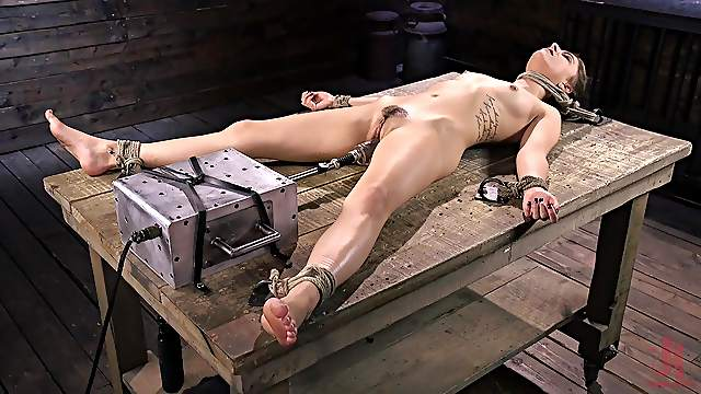 Trimmed pussy blonde Kristen Scott spreads her legs to be poked