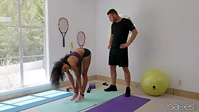 Personal trainer helps sexy Ebony babe Jenna Foxx stretch properly