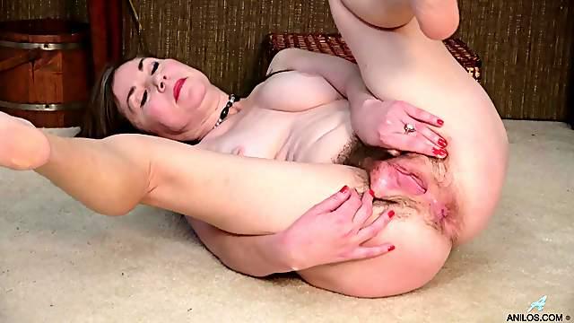 Hairy pussy solo mature Ophelia Rosenburg pleasures her cravings