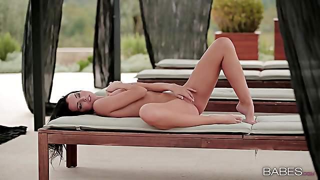 Flawless nude beauty masturbates outdoors