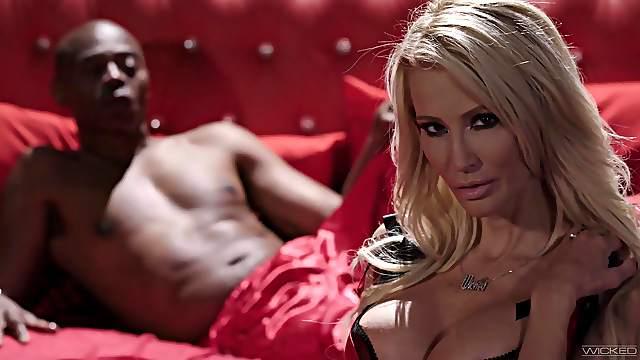Blonde cougar takes the BBC in addictive XXX scenes