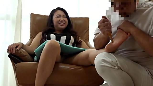 Japanese milf gets a big dick to handle her bush