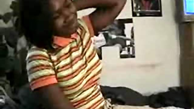 Black girlfriend blows black guy