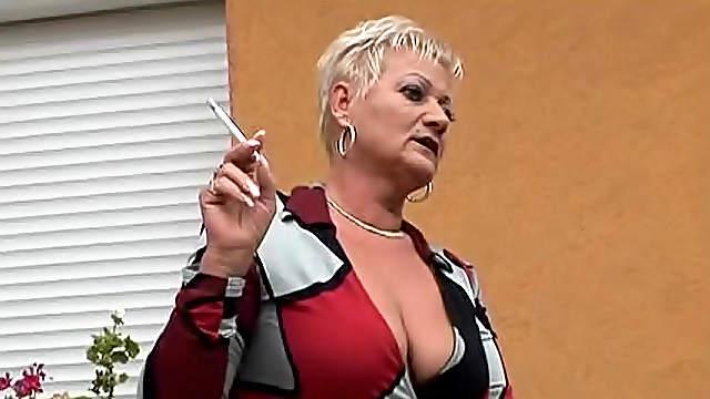 Chubby mature slut goes black in threesome