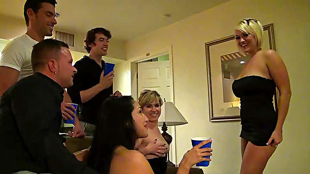 Jackie Avalon,Julie Castle and Vicki Chase in the nice drunk orgy