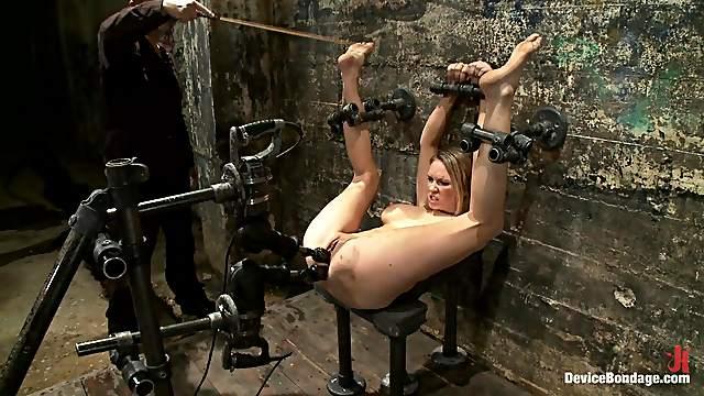 Asshole drilling in bondage scene!