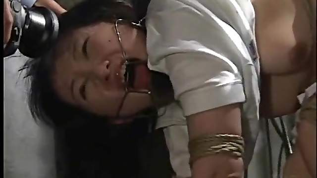 Submission to bondage makes Japanese girl suffer