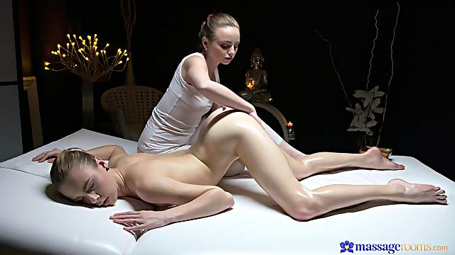 Perfect pussy views during lesbian massage with Lady Bug and Alecia Fox