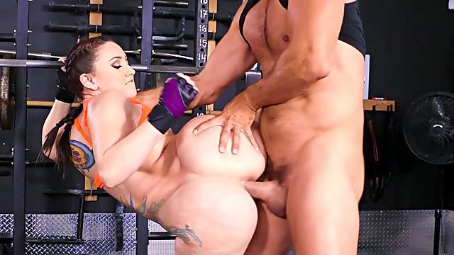 Amazing work out at the gym with a big ass slut