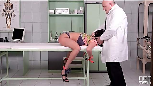 Hard spanking for the sexy ass of Anissa Kate